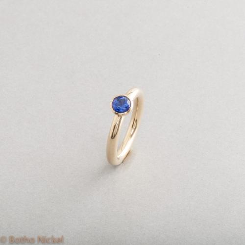 Ring aus 18 Karat Gold mit Tansanit, Goldschmiede Botho Nickel Schmuck Hamburg, Juwelier, Goldschmiede , Gemmologe, Diamantgutachter