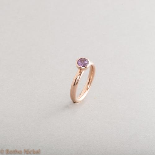 Ring aus 18 Karat Gold mit Saphir , Botho Nickel Schmuck Hamburg, Goldschmiede, Juwelier, Gemmologe und Diamantgutachter