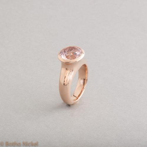 Ring aus 18 Karat Roségold mit Morganit rund facettiert, Botho Nickel Schmuck Hamburg Juwelier, Goldschmiede, Gemmologe und Diamantgutachter