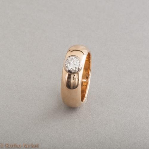 Ring aus 18 Karat Gold mit Brillant, Goldschmiede Botho Nickel Schmuck Hamburg, Juwelier, Goldschmiede, Gemmologe und Diamantgutachter