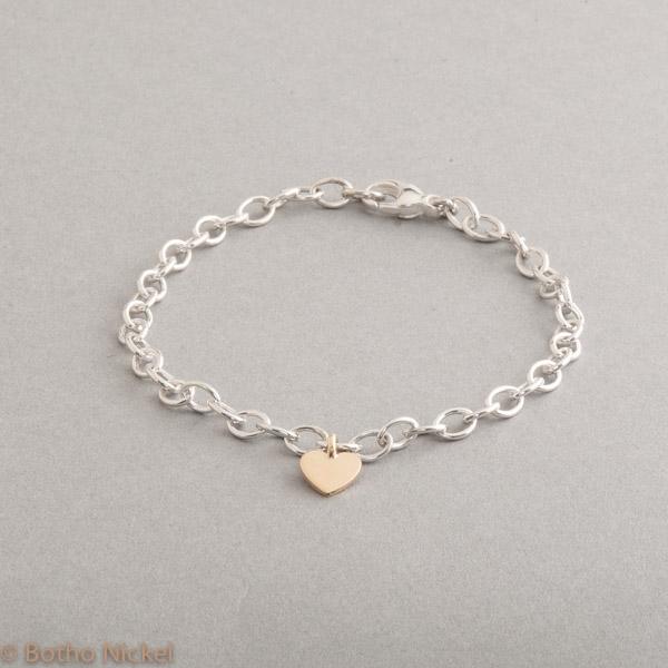 Armband aus Silber mit Herz aus 18 Karat Gold, Botho Nickel Schmuck Hamburg, Juwelier, Goldschmiede, Gemmologe und Diamantgutachter