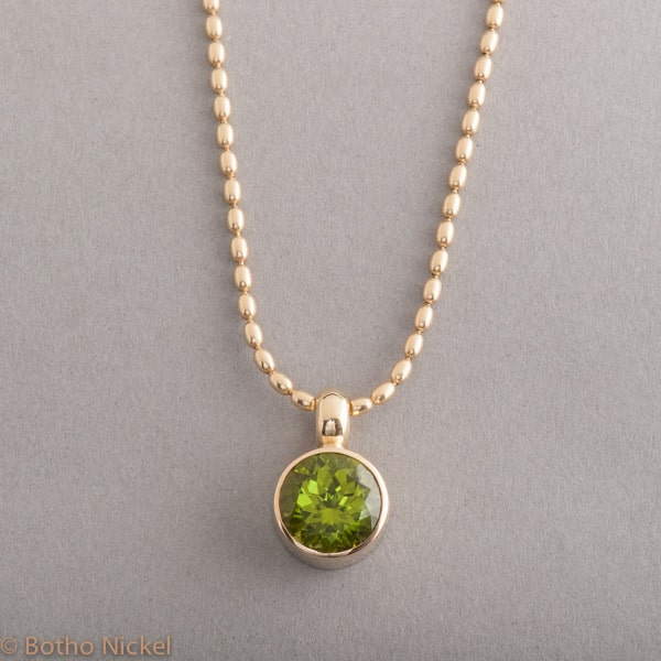 Kette aus 18 Karat Gold mit Peridot, Botho Nickel Schmuck Hamburg, Juwelier, Goldschmiede Gemmologe und Diamantgutachter