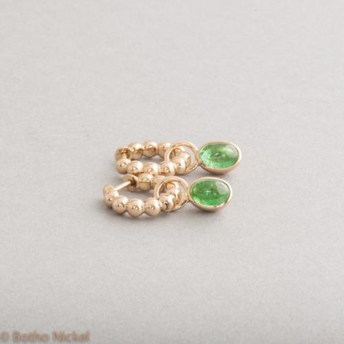 Kreolen aus 18 Karat Gold mit Tsavoriten , Botho Nickel Schmuck Hamburg, Juwelier Goldschmiede Gemmologe und Diamantgutachter