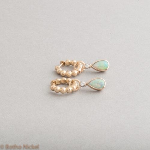 Kreolen aus 18 Karat Gold mit Opal und Brillanten, Botho Nickel Schmuck Hamburg , Juwelier, Goldschmiede, Gemmologe und Diamantgutachgter