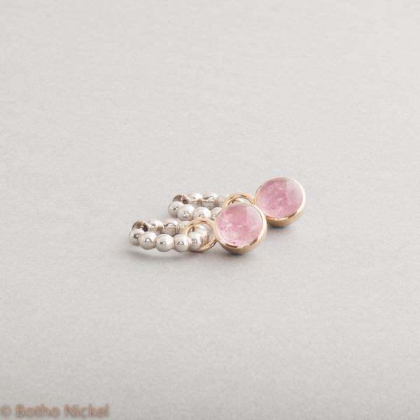 Kreolen aus Silber mit rosa Turmalin Cabochon , Botho Nickel Schmuck Hamburg, Juwelier Goldschmiede Gemmologe und Diamantgutachter