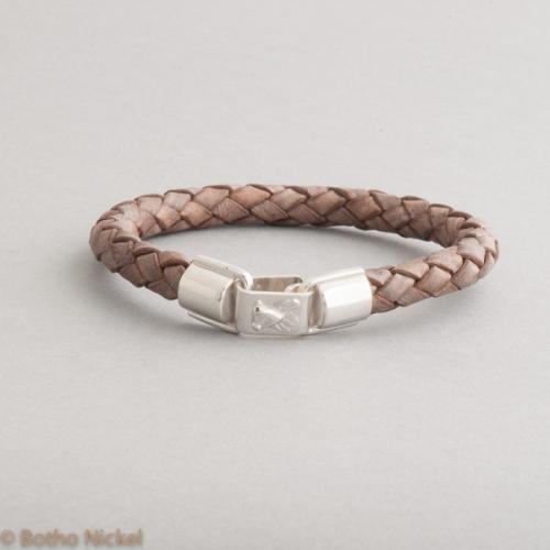 Armband aus Leder mit Botho Nickel Fliege, Botho Nickel Schmuck Hamburg, Juwelier und Goldschmiede