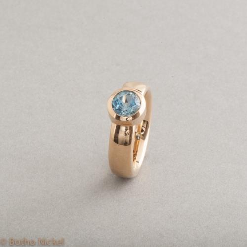 Ring aus 18 Karat Gold mit Aquamarin, Botho Nickel Schmuck Hamburg, Juwelier, Goldschmiede, Gemmologe und Diamantgutachter