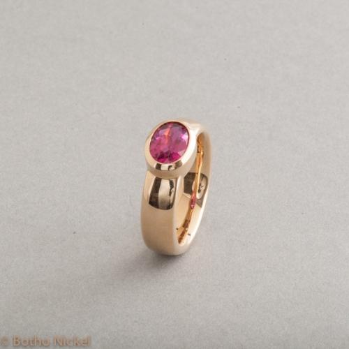 Ring aus 18 Karat Gold mit Rubelllit 8x6 mm, Botho Nickel Schmuck Hamburg, Juwelier, Goldschmiede, Gemmologe und Diamantgutachter