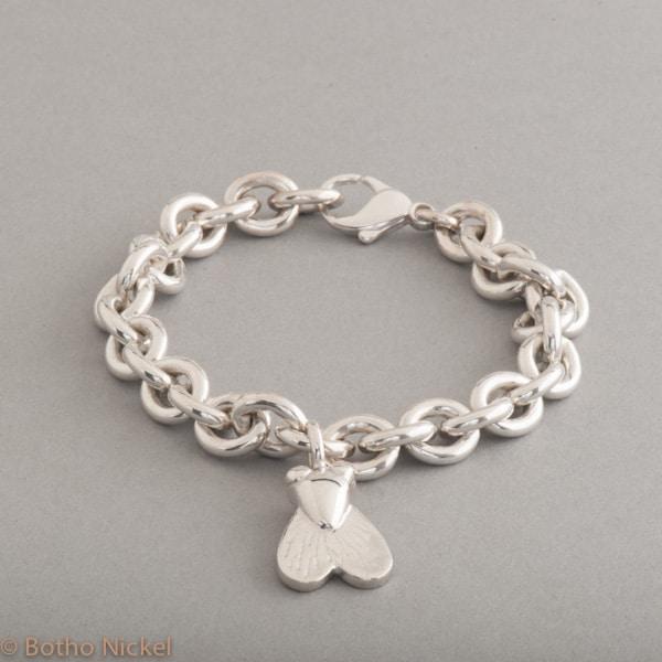 Armband aus Silber mit Botho Nickel Fliege, Botho Nickel Schmuck Hamburg, Juwelier, Goldschmiede, Gemmologe und Diamantgutachter