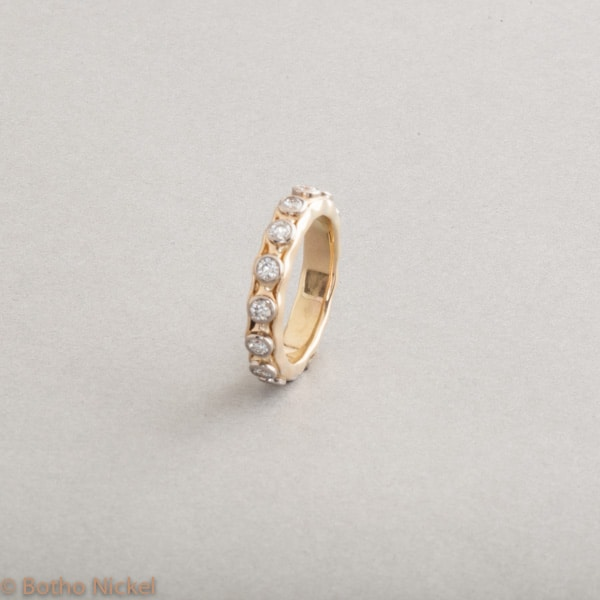 Ring aus 18 Karat Gold mit Brillanten, Botho Nickel Schmuck Hamburg, Juwelier, Goldschmiede, Gemmologe und Diamantgutachter