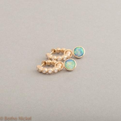 Kreolen aus 18 Karat Gold mit Brillanten und Opal Cabochon rund, Schmuck Hamburg, Juwelier und Goldschmiede