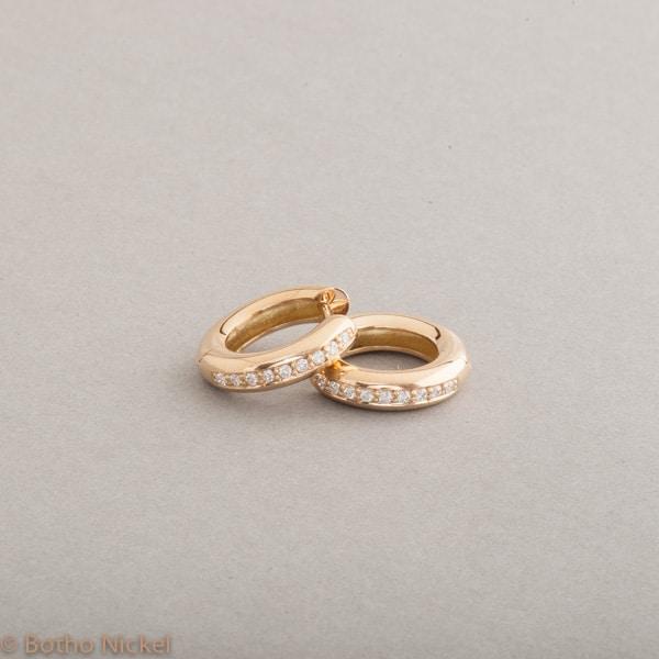 Kreolen aus 18 Karat Gold mit Brillanten zus. 0.18 ct. Botho Nickel Schmuck Hamburg, Juwelier und Goldschmiede