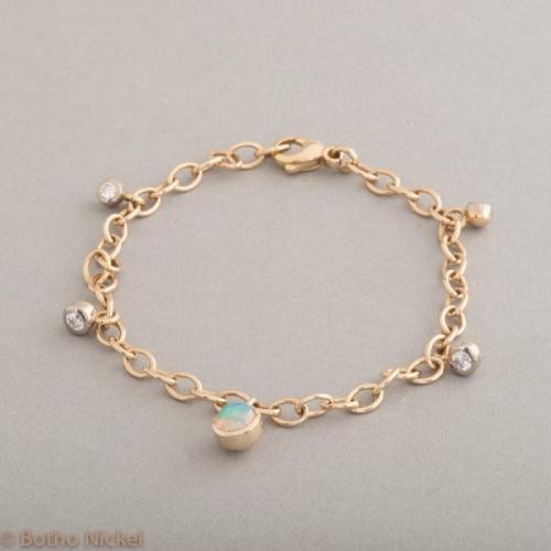 Armband aus 18 Karat Gold mit Opal und Brillanten, Botho Nickel Schmuck Hamburg, Juwelier und Goldschmiede