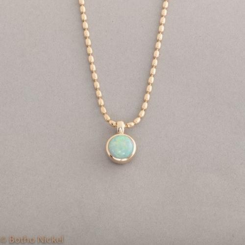Kette aus 18 Karat Gold mit Opal rund, Botho Nickel Schmuck Hamburg , Juwelier und Goldschmiede