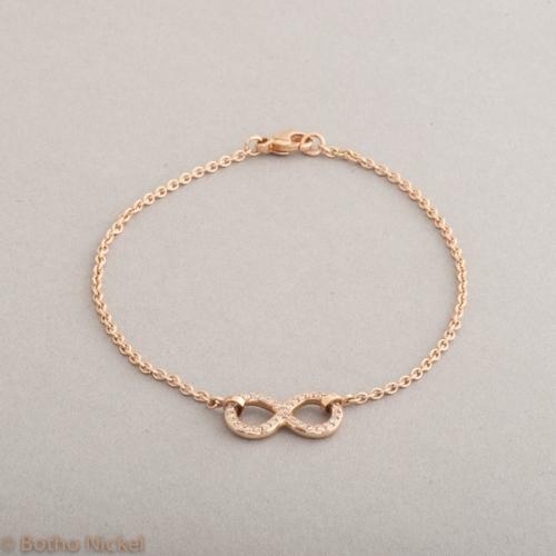 Armband aus 18 Karat Gold mit Symbol Unendlichkeit und Brillanten, Botho Nickel Schmuck Hamburg, Juwelier und Goldschmiede