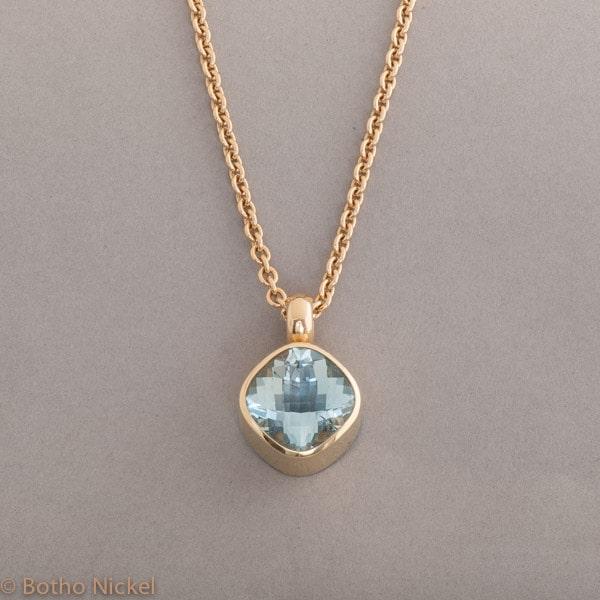 Kette aus 18 Karat Gold mit Aquamarin, Botho Nickel Schmuck Hamburg, Juwelier und Goldschmiede