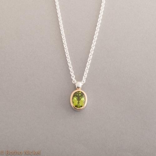 Kette aus Silber mit Peridot Fassung 18 Karat Gold, Botho Nickel Schmuck Hamburg Juwelier und Goldschmiede