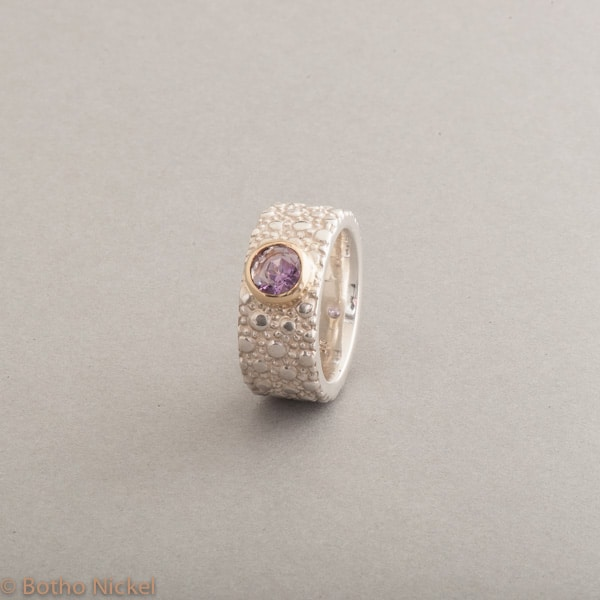 Ring aus Silber mit Amethyst, Fassung 18 Karat Gold, Botho Nickel Schmuck Hamburg, Juwelier und Goldschmiede