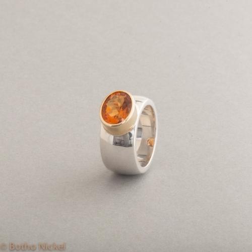 Ring aus Silber mit Citrin oval facettiert, Fassung aus 18 Karat Gold, Botho Nickel Schmuck Hamburg, Juwelier und Goldschmiede