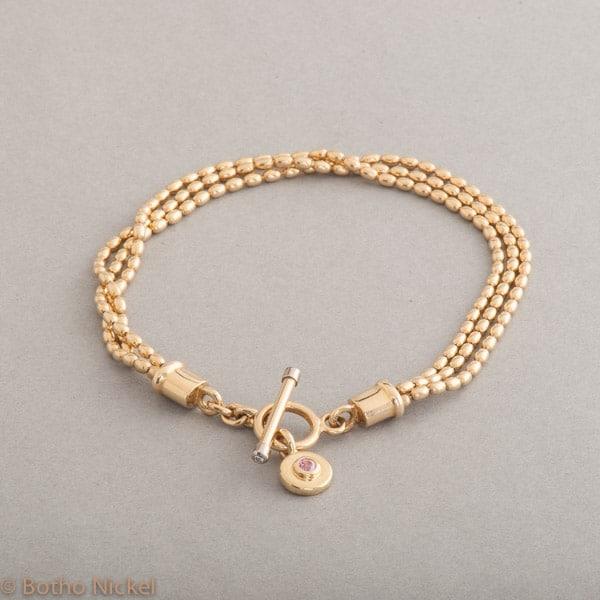 Armband aus 18 Karat Gold mit Knebelverschluss und rosa Saphir, Botho Nickel Schmuck Hamburg, Juwelier und Goldschmiede