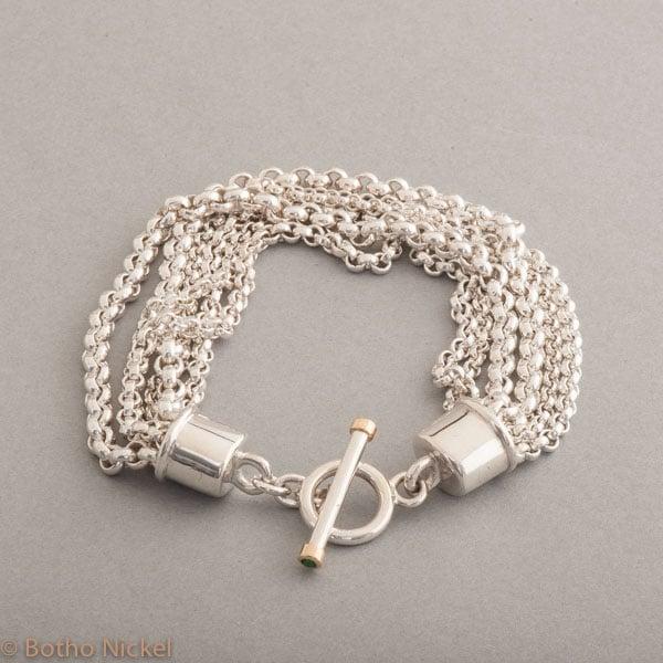 Armband aus Silber mit Knebelverschluss und Tsavorit, Botho Nickel Schmuck Hamburg, Juwelier und Goldschmiede