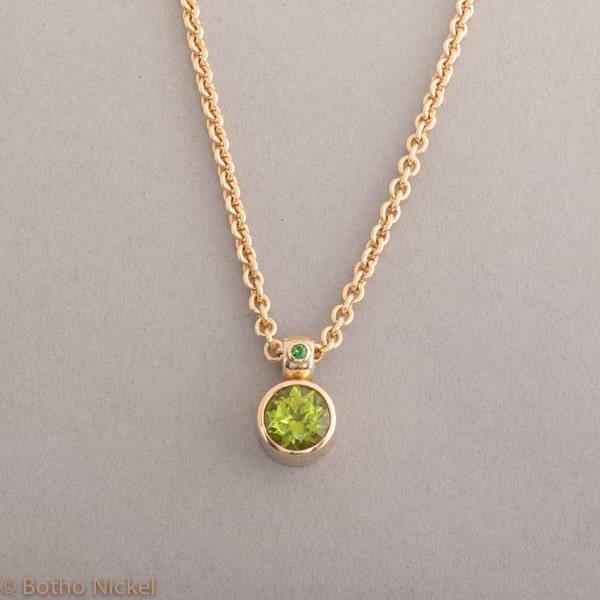 Kette aus 18 Karat Gold mit Peridot und Tsavorit, Botho Nickel Schmuck Hamburg, Juwelier und Goldschmiede