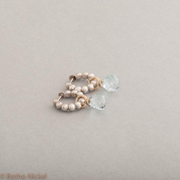 Kreolen aus Silber mit Aquamarin Pampeln gefasst in 18 Karat Gold, Botho Nickel Schmuck Hamburg, Juwelier und Goldschmiede