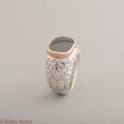 Ring aus Silber mit Mondstein Fassung aus 18 Karat Roségold, Botho Nickel Schmuck Hamburg, Juwelier und Goldschmiede