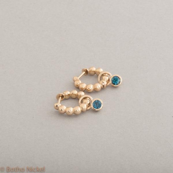 Kreolen aus 18 Karat Gold mit Indigolith, Botho Nickel Schmuck Hamburg, Juwelier und Goldschmiede