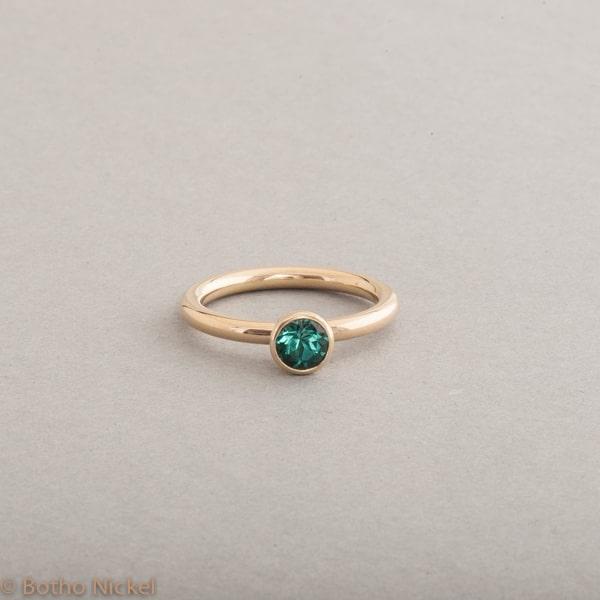Ring aus 18 Karat Gold mit Turmalin, Botho Nickel Schmuck Hamburg Juwelier und Goldschmiede