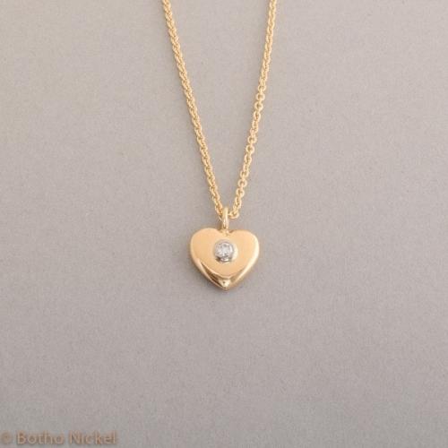 Kette aus 18 Karat Gold mit Herz und Brillant, Botho Nickel Schmuck Hamburg, Juwelier und Goldschmiede