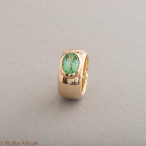 Ring 18 Karat Gold mit Turmalin, Botho Nickel Schmuck Hamburg Juwelier und Goldschmiede