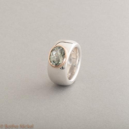 Ring aus Silber mit Prasiolith, Fassung aus 18 Karat Roségold, Botho Nickel Schmuck Hamburg, Juwelier und Goldschmiede