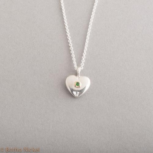 Kette aus Silber mit Herz und Tsavorit, Botho Nickel Schmuck Hamburg, Juwelier, Goslchmiede, Gemmologe und Diamantgutachter
