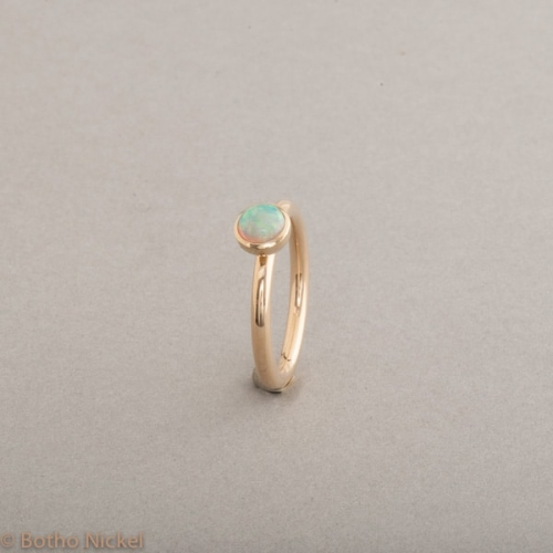 Ring aus 18 Karat Gold mit Opal , Schmuck Hamburg, Juwelier und Goldschmiede