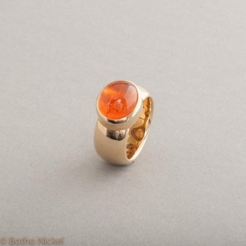 Ring aus 18 Karat Gold mit Mandarin Granat Cabochon, Botho Nickel Schmuck Hamburg, Juwelier und Goldschmiede