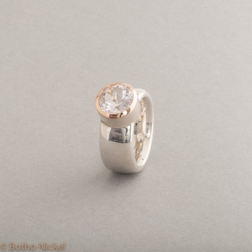 Ring aus Silber mit Morganit, Fassung aus 18 Karat Roségold, Botho Nickel Schmuck Hamburg, Juwelier und Goldschmiede