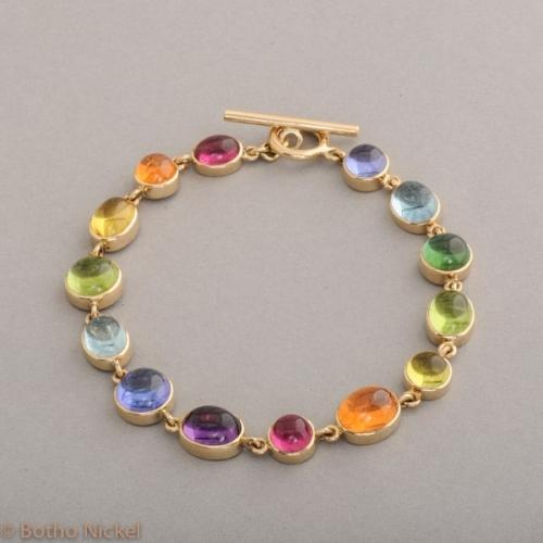 Armband aus 18 Karat Gold mit Knebelverschluss und Edelsteinen, Botho Nickel Schmuck Hamburg, Juwelier und Goldschmiede