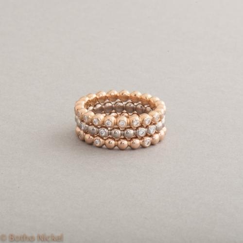 Kugelringe aus 18 Karat Gold mit Brillanten , Botho Nickel Schmuck Hamburg Juwelier und Goldschmiede