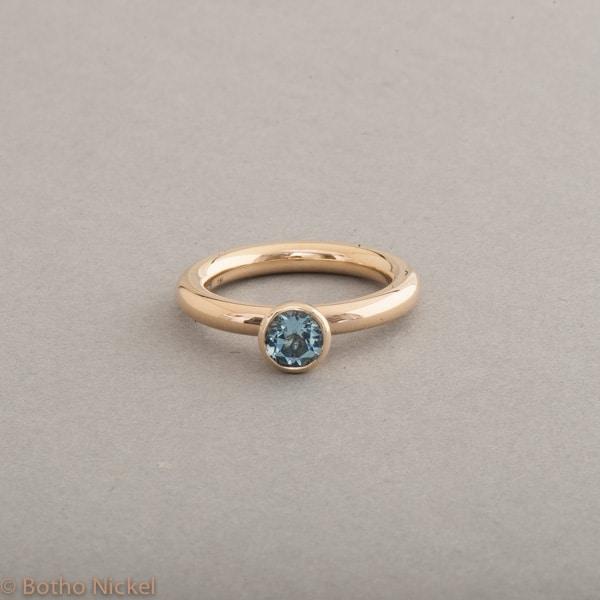 Ring aus 18 Karat Gold mit Aquamarin, Botho Nickel Schmuck Hamburg, Juwelier und Goldschmiede