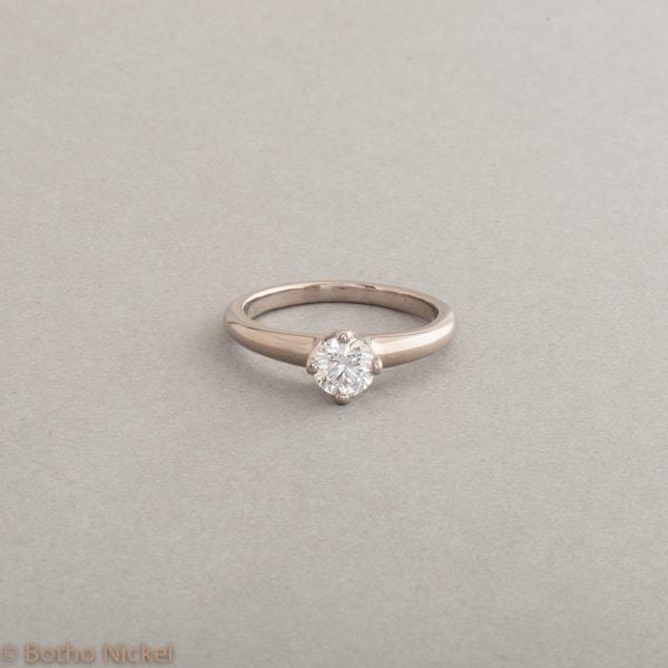 Verlobungsring aus 18 Karat Weissgold mit Brillant, Botho Nickel Schmuck Hamburg, Juwelier und Goldschmiede