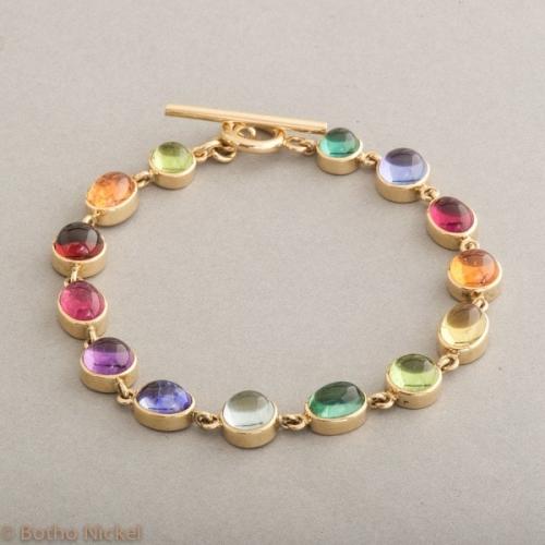 Armband aus 18 Karat Gold mit Edelsteinen und Knebelverschluss, Botho Nickel Schmuck Hamburg, Juwelier und Goldschmiede